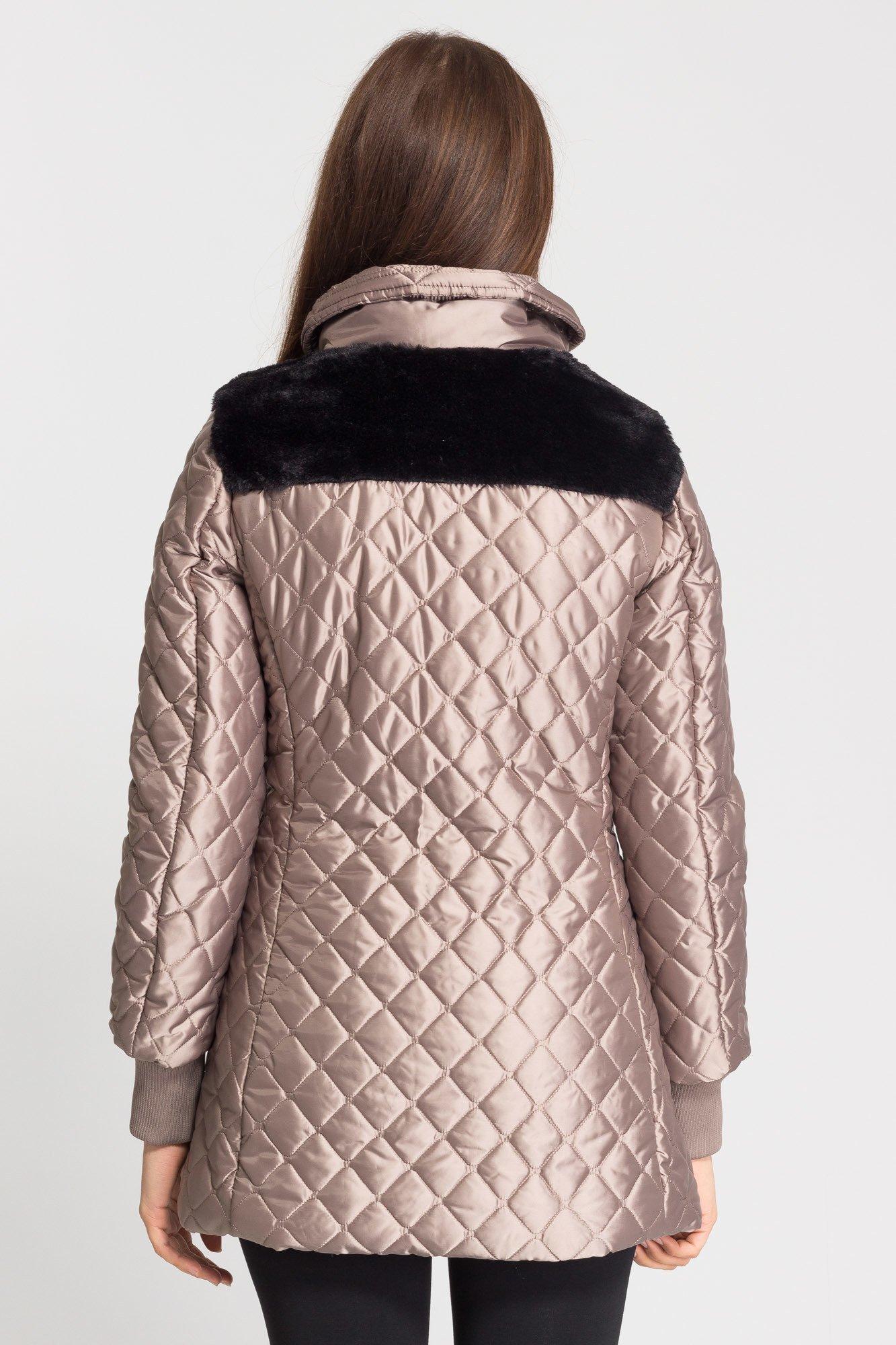 ebd016a2bccc6 ... Beżowa pikowana kurtka damska z czarnym futerkiem ...