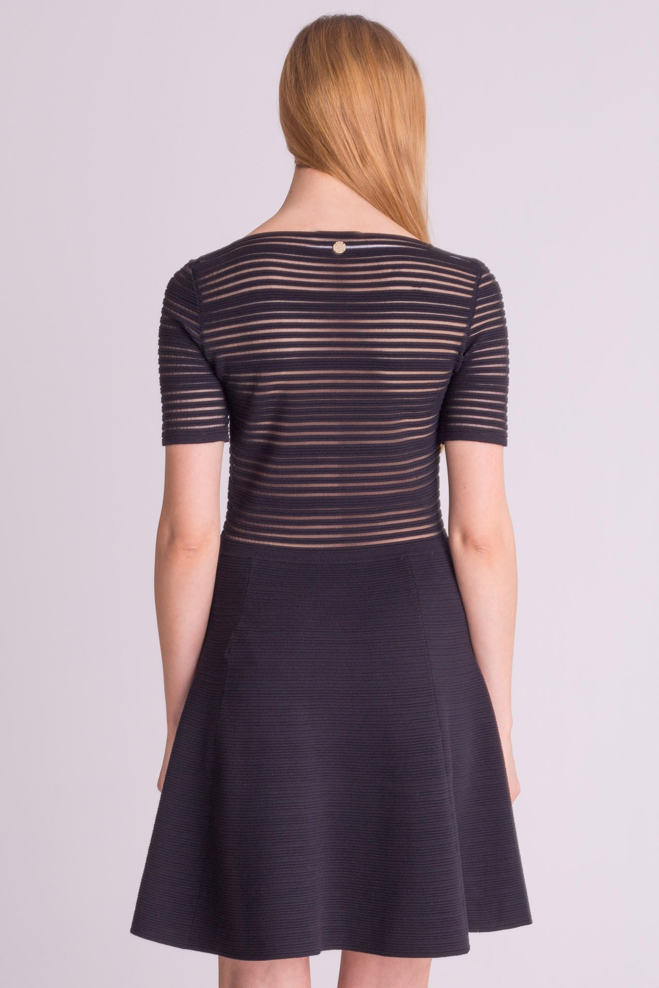 f09d17eb92 ... Czarna sukienka Versace Collection z tłoczeniami ...