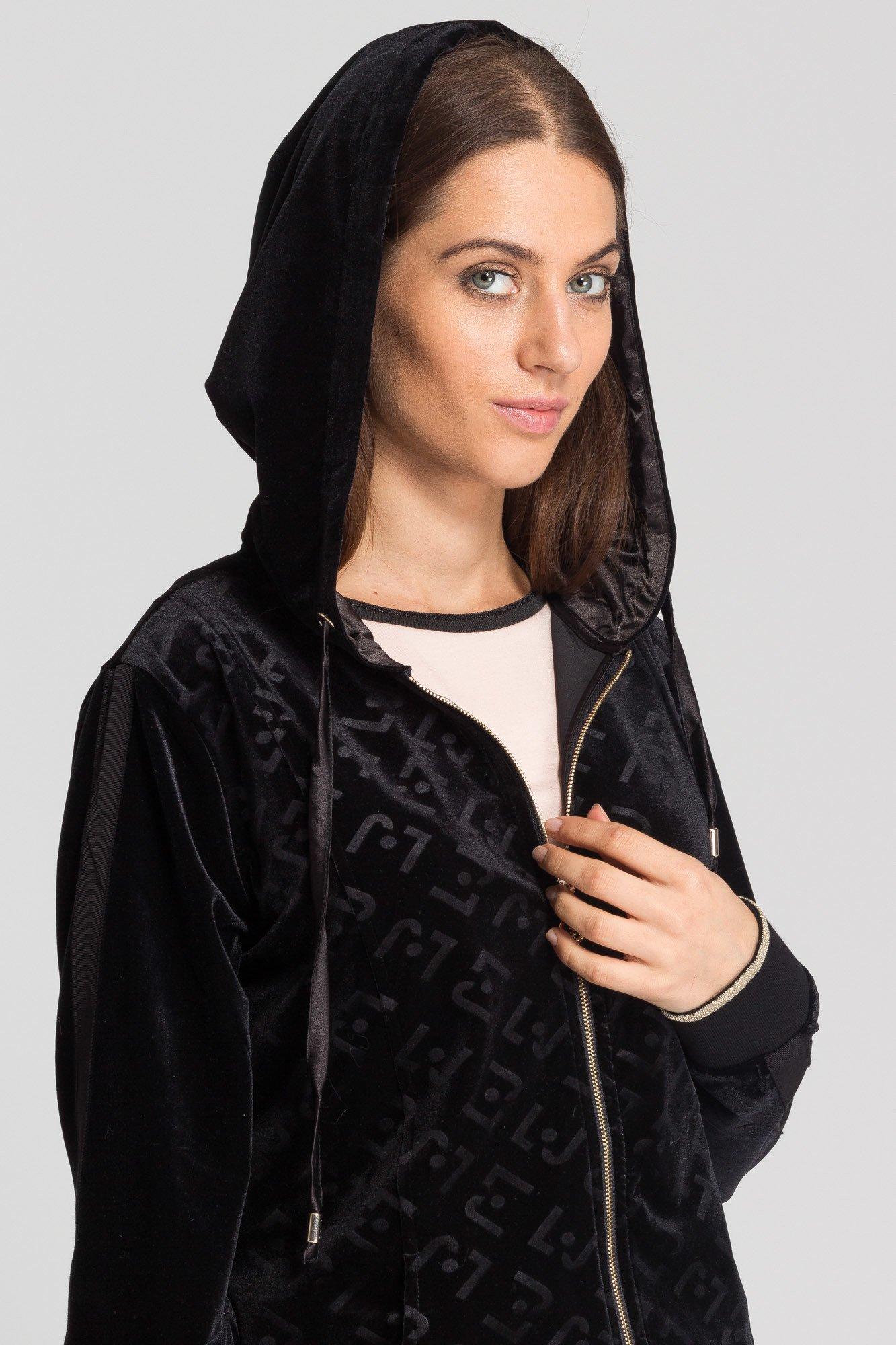 czarna welurowa bluza