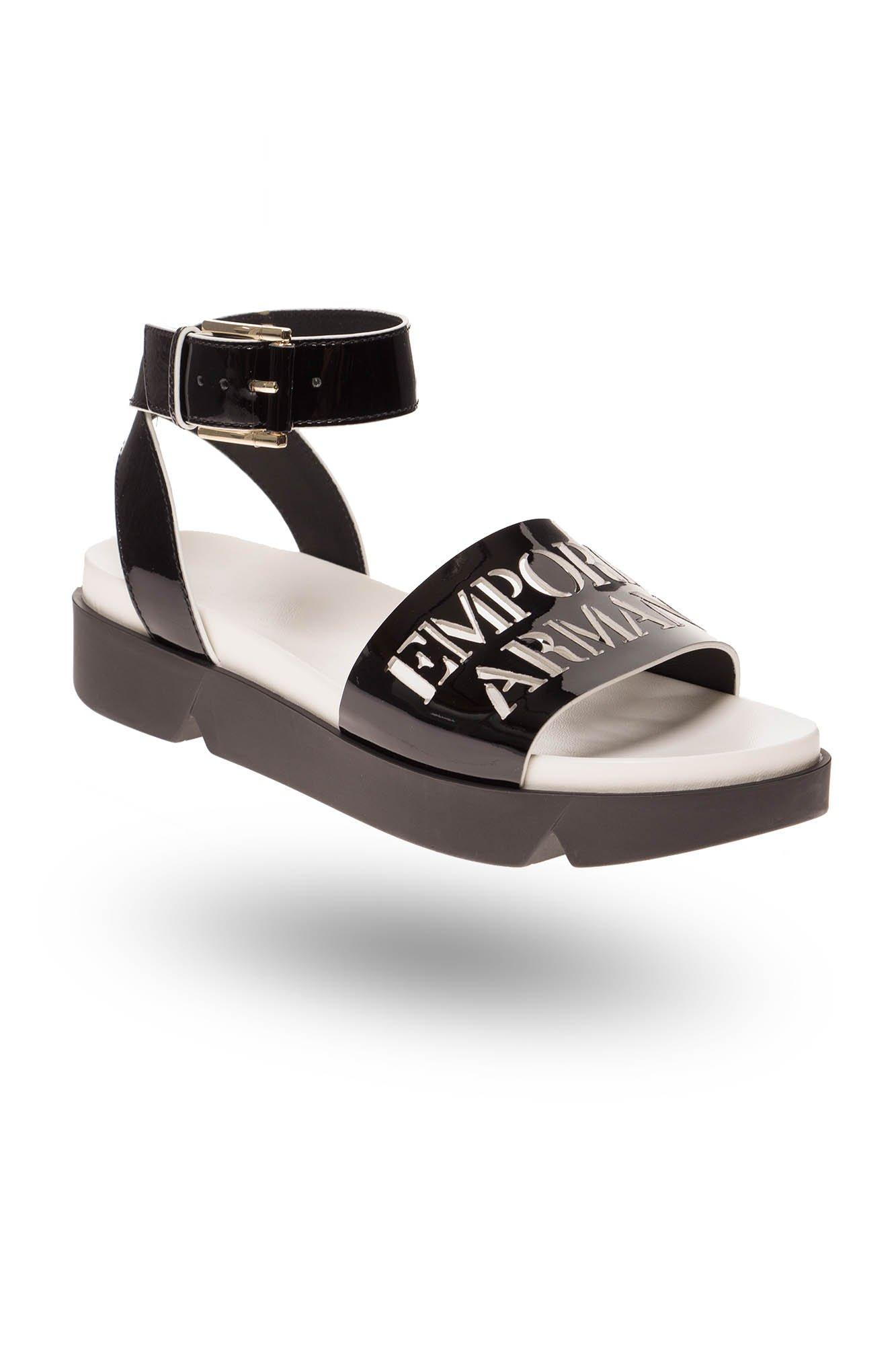 064ddb59be0ad Czarne lakierowane sandały damskie z dużą sprzączką | Markowa odzież ...