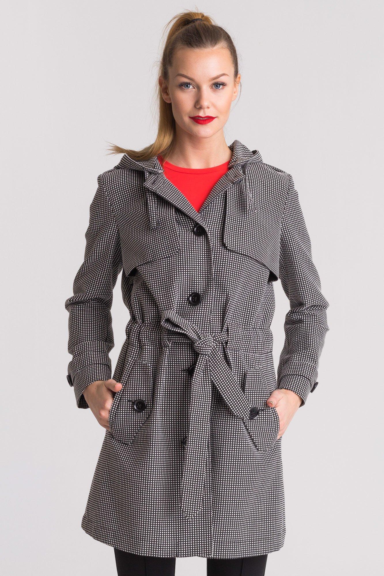 Czarno biały płaszcz damski z odpinanym kapturem