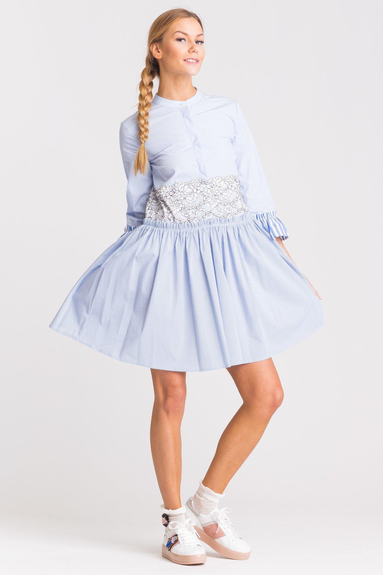 c9170d281e ... Niebieska sukienka My Twin z biało-czarną koronką ...