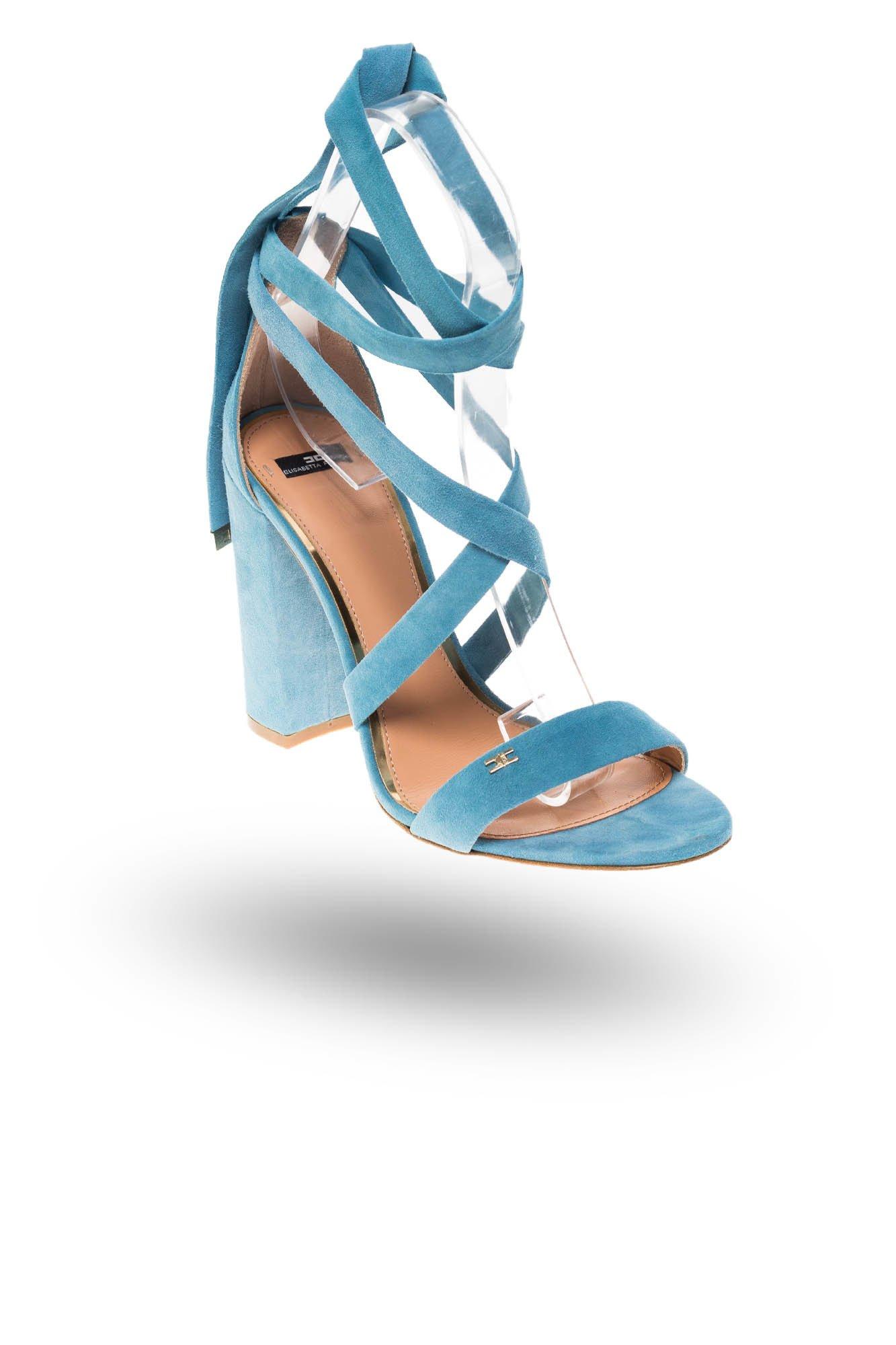89a322cc4d8bbd Niebieskie zamszowe sandały na słupku · Niebieskie zamszowe sandały na  słupku ...