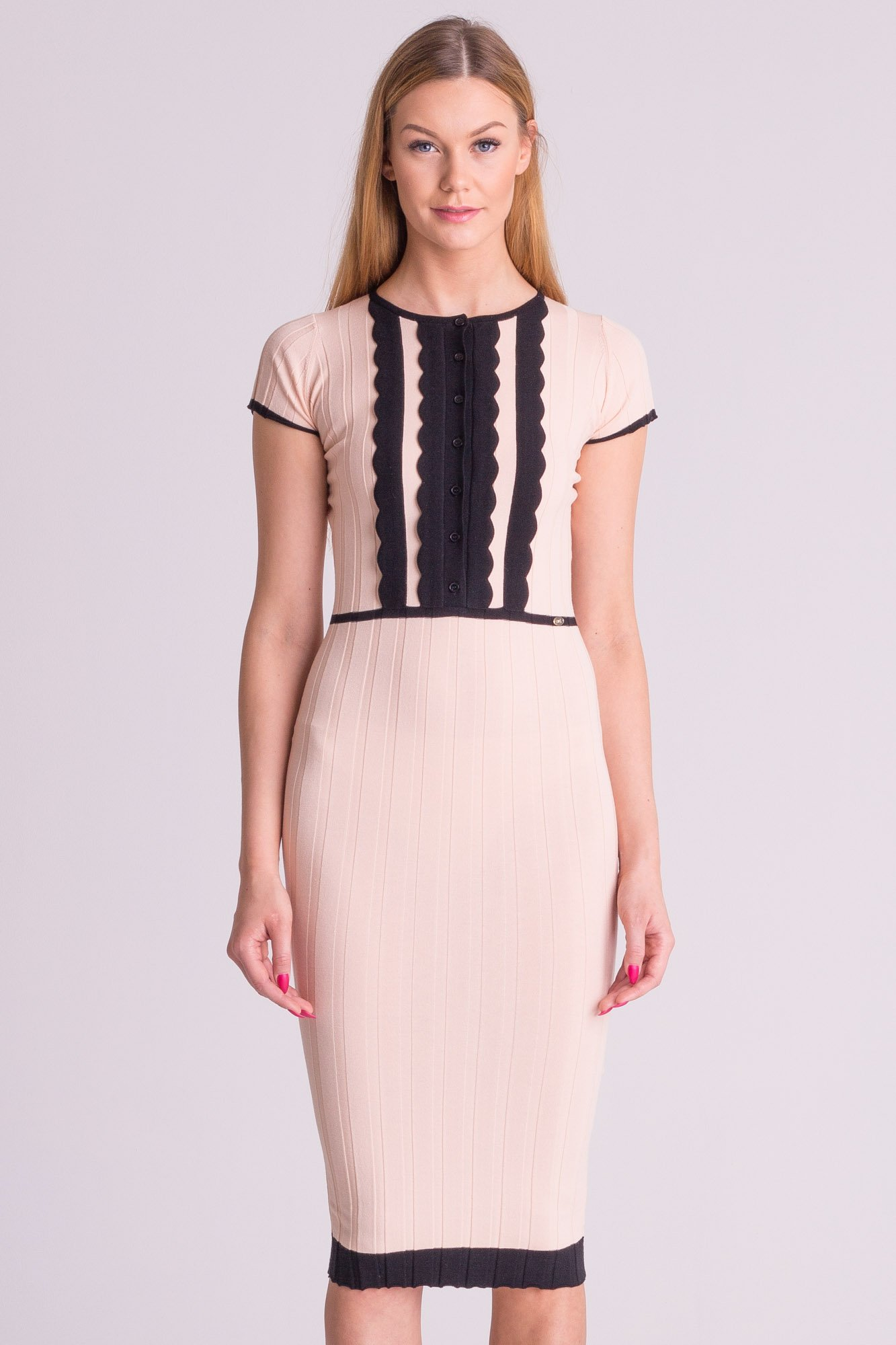34a6d86583 ... Różowa dzianinowa sukienka Elisabetta Franchi z czarnymi wstawkami ...