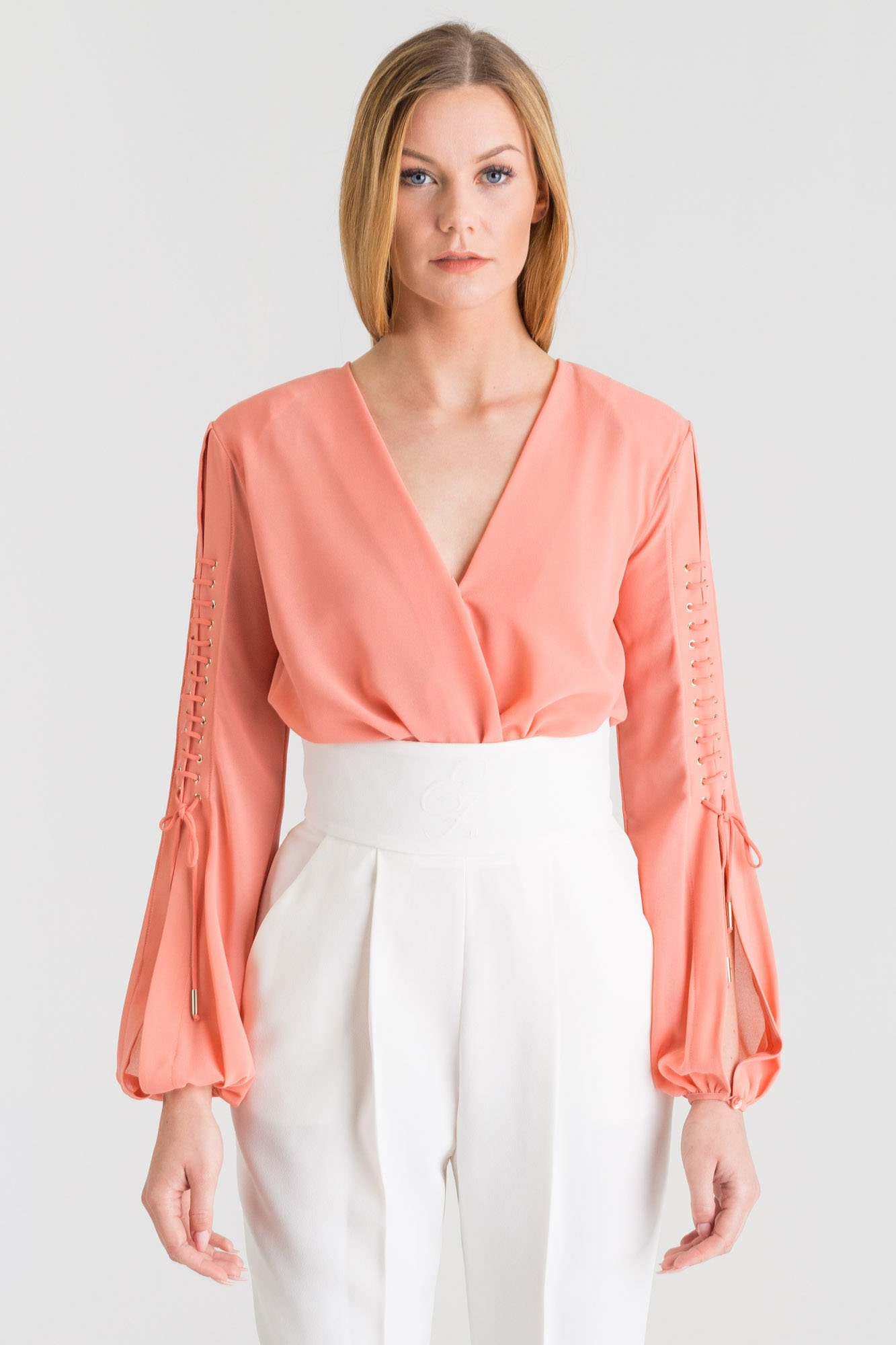 4d209cd5ab ... Różowe koszulowe body Elisabetta Franchi z ozdobnymi wiązaniami ...