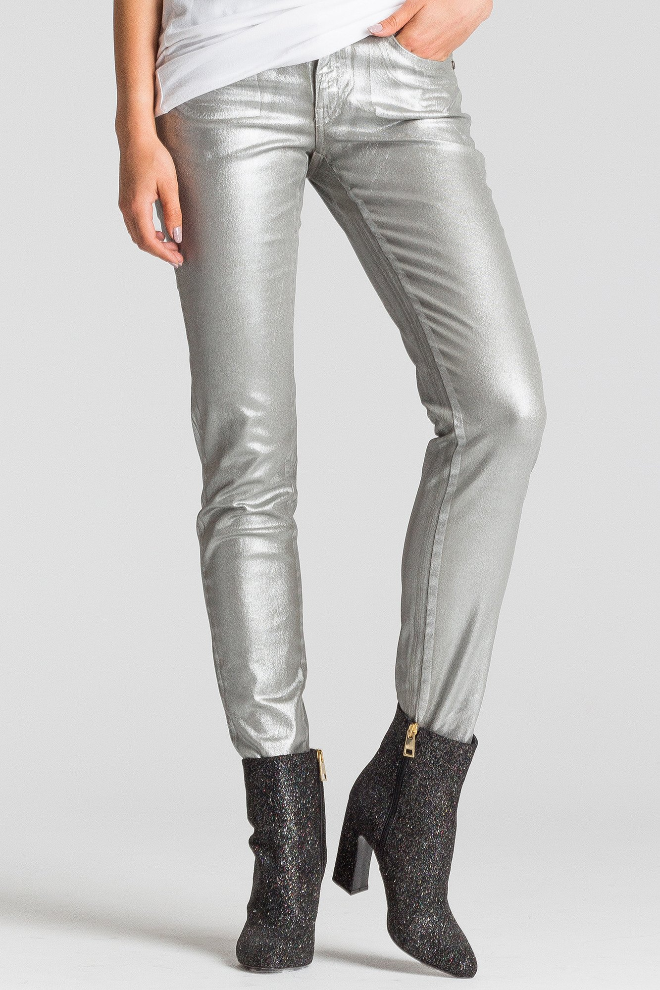 fbd544654e25 ... Srebrne jeansy damskie z połyskiem ...